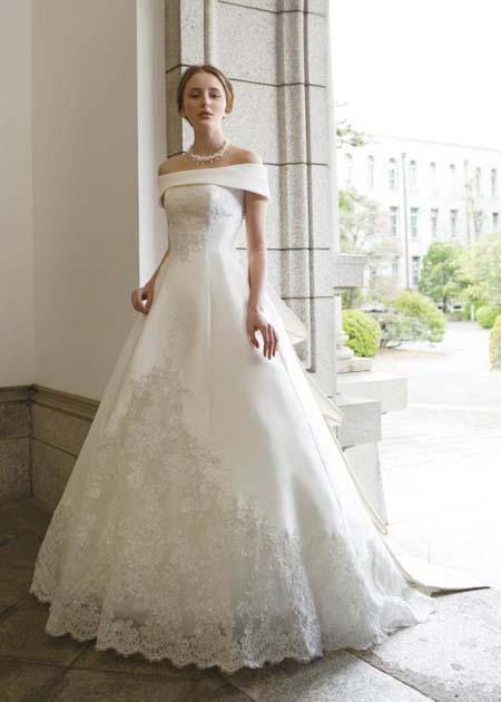 ロールカラーのウェディングドレス
