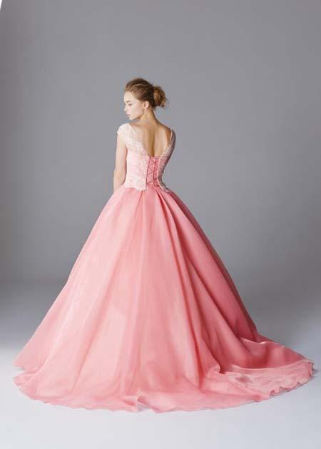 カラードレスの後ろ姿