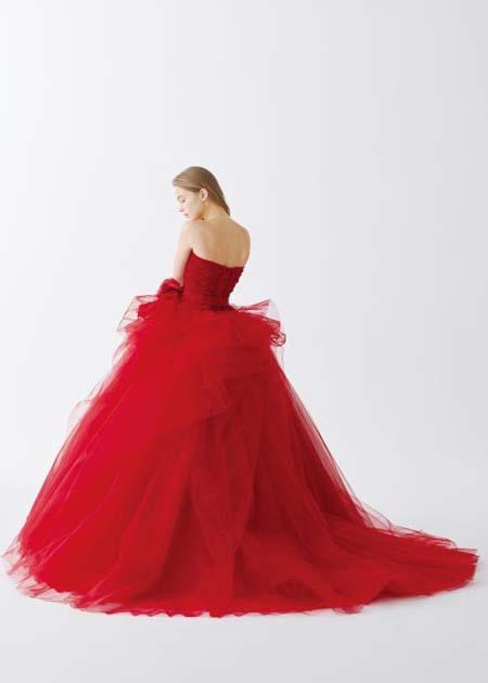 ドレスのデザインと後ろ姿