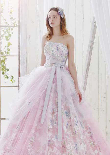 フェミニンな印象を与えるピンクのカクテルドレス お色直しカラードレス