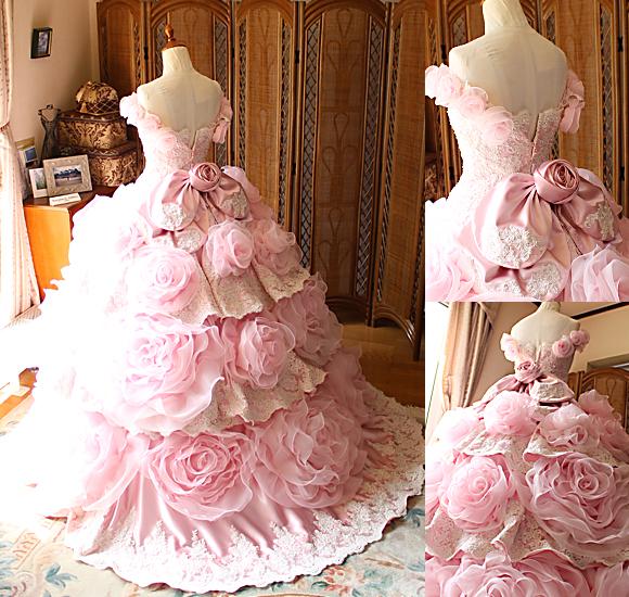お花とティアードデザインのカラードレス