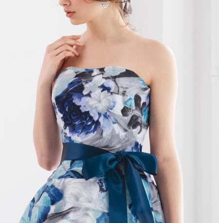華やかな印象を与えるブルーの南国イメージ 花嫁様カクテルドレス