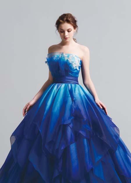 インパクトを与える結婚式のお色直しカラードレス