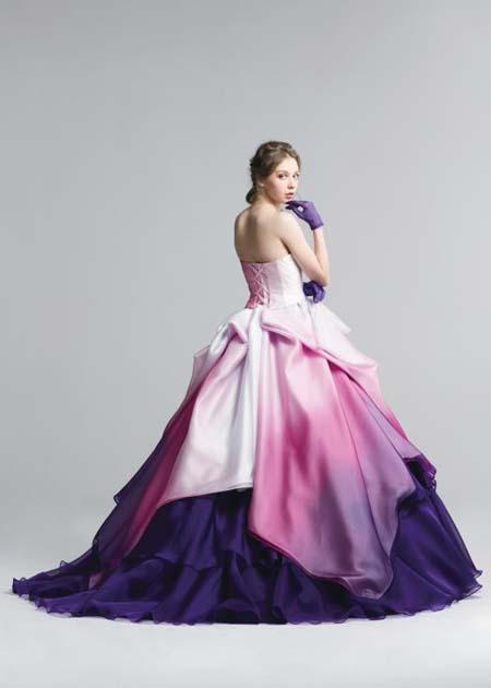 ドレスのシルエットとデザイン チェリーピンクのグラデーションカラー