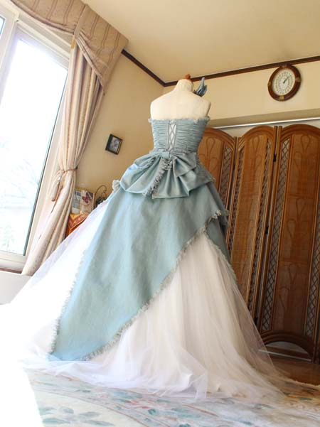 Aラインスカートのカクテルドレス