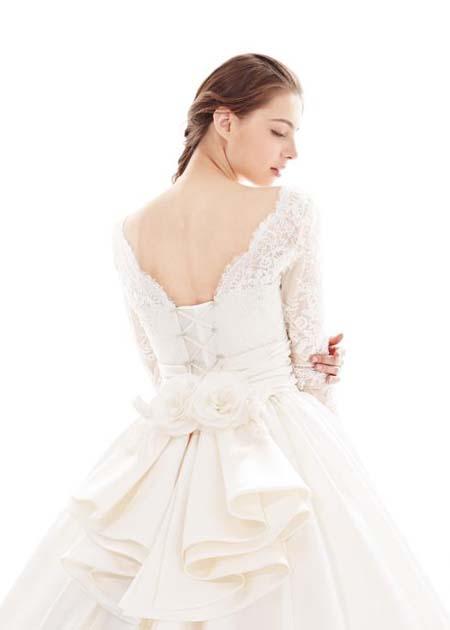 背中のカットと花嫁様のイメージ