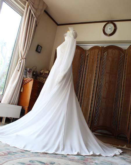 スレンダーラインウェディングドレス シルエットとデザイン