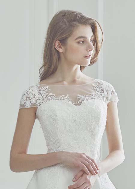 フレンチスリーブのドレス トップスデザイン