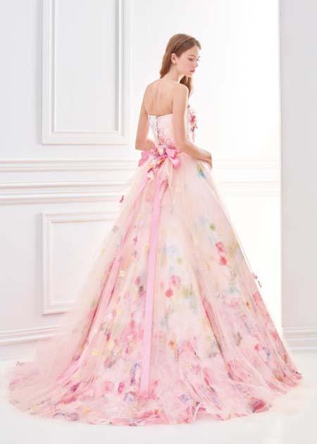 可愛らしいピンクのカクテルドレス ドレスライン