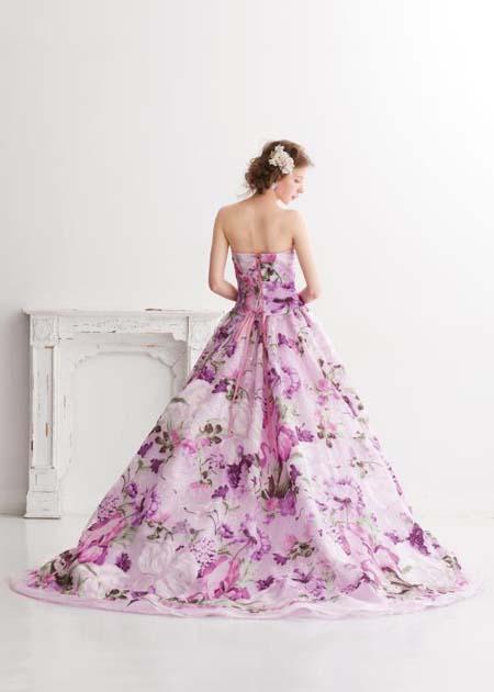 バックスタイル カラードレスの後ろ姿