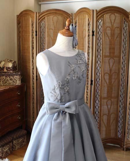 ラウンドネック ドレスのデザイン構成