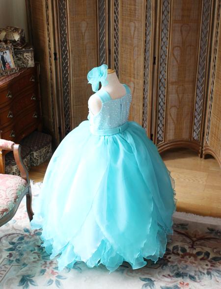 ボリュームのあるベルラインスカート 子供用ドレス
