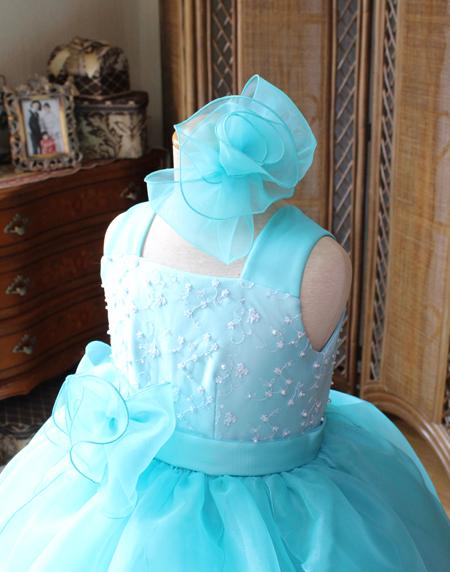ドレスの構成に合わせたポイントデザイン