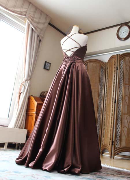 ドレスの後ろ姿 ロングドレス