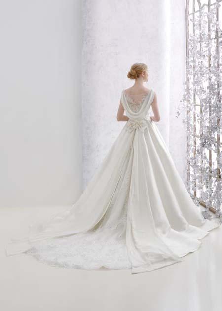 クラシックスタイルデザイン ドレスのバックスタイル