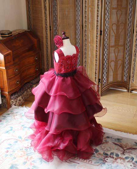 フリルとティアードデザイン アシンメトリーデザインのドレス