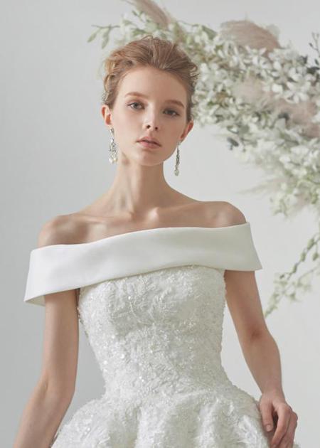 ウェディングドレスのロールカラー デザインの詳細