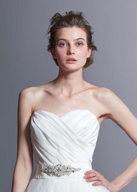 胸元のハートラインデザイン ウェディングドレス