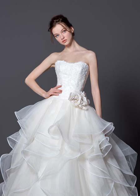 キュートとエレガントを表現するドレスデザイン