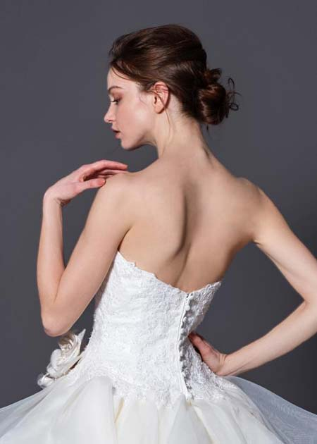 上半身ウェディングドレス バックスタイル