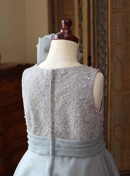 背後のデザイン ドレスのトップス