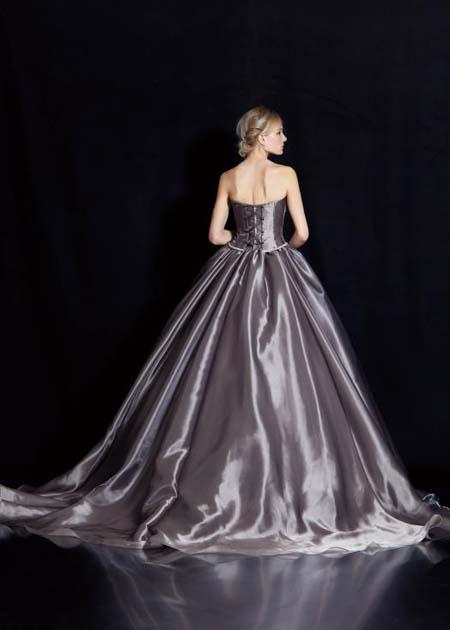 結婚式のお色直しカラードレス バックスタイル