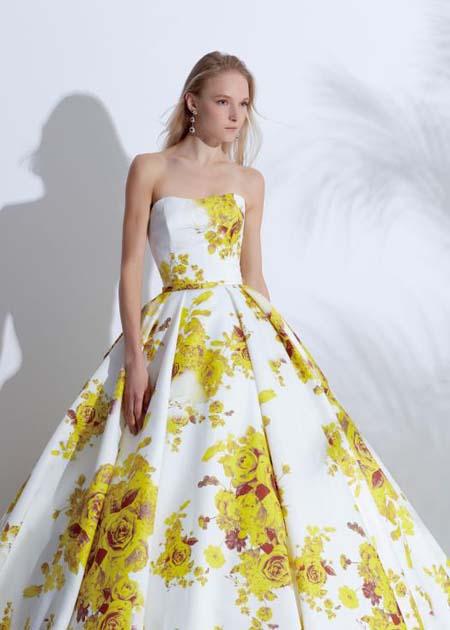 バラのプリントが施されたお色直しドレス