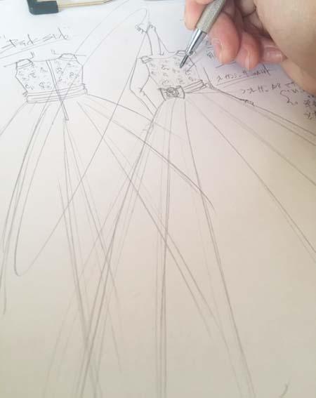 ピアノの入賞者記念コンサートドレス デザイン制作