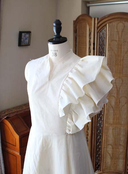 胸元のデザインと肩のデザイン シーチングドレスでの仮縫い