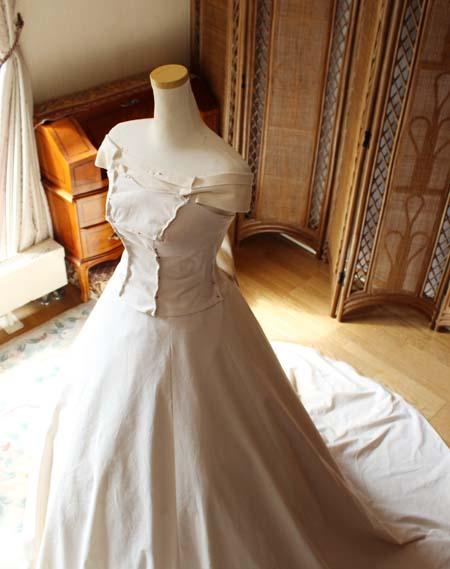 ウェストラインや胸元仮縫い ウェディングドレスの仮縫い