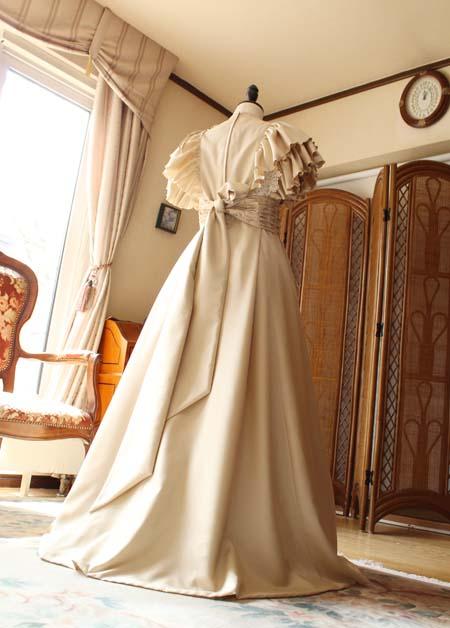 ロングドレス スカートの表情