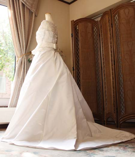 自分の体型に合わせた理想のウェディングドレス姿 シルエット編