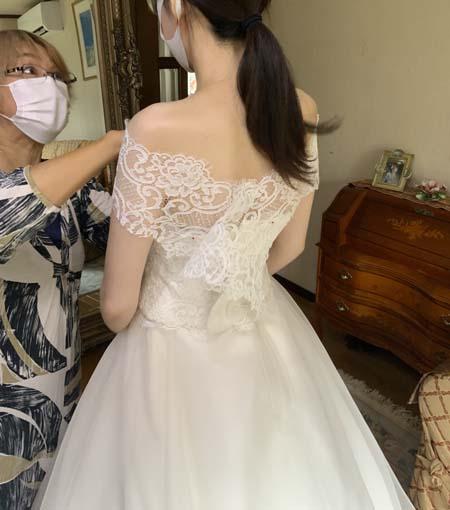 ウェディングドレスの最終フィッティングと小物コーディネート