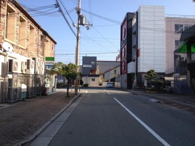 朝の別府駅前