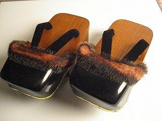 11a643786796ab これがメンズの雪下駄です。 爪皮にオットセイの毛を付けた見るからに冬の履物って感じですよね。
