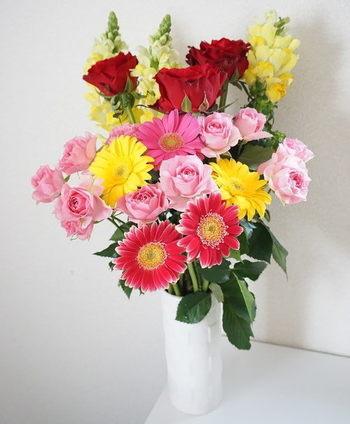 結婚記念日花束花瓶に活ける
