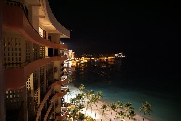 ロイヤルハワイアンホテル 夜景
