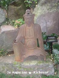 根津美術館庭園_茶席口石像