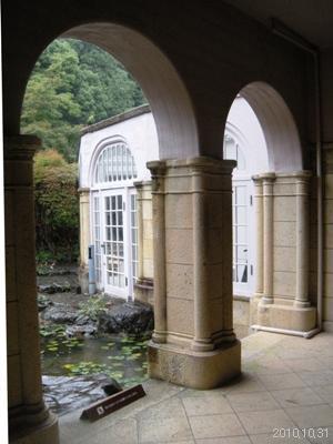 アサヒビール大山崎山荘美術館 中庭の池