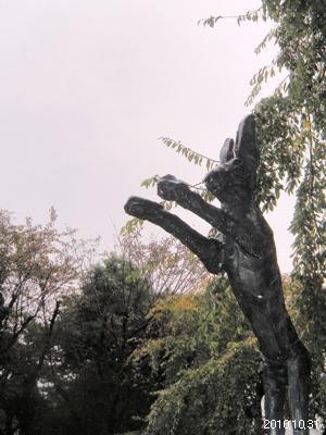 アサヒビール大山崎美術館_庭園_バリーフラナガン「野兎」