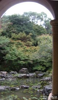 アサヒビール大山崎山荘美術館 中庭睡蓮の池