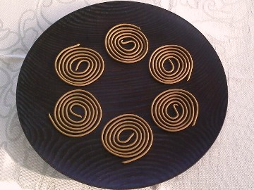 Okinawan Spiral Incense_うる月桃香&漆皿 (赤木明登)