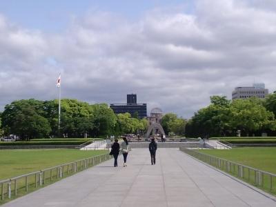 平和記念公園中央の道