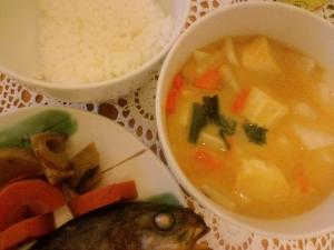 根菜の味噌汁とホッケ