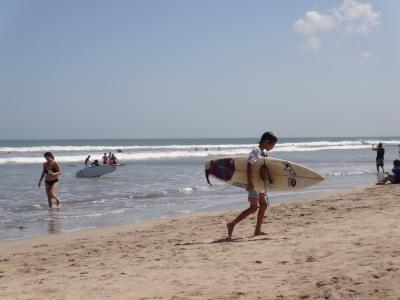 クタビーチサーフィン