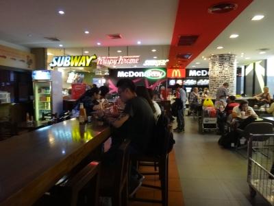 バンコクドンムアン空港ファーストフード店
