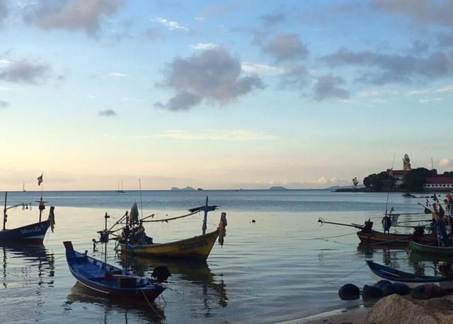 サムイ島ビックブッタ市場前の海