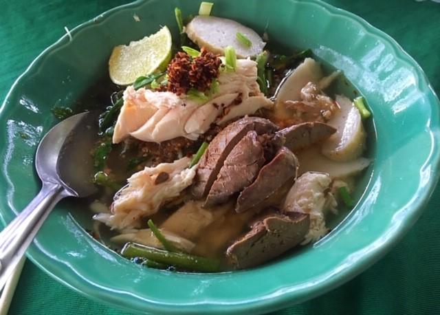 サムイ島カオマンガイ食堂のヌードル