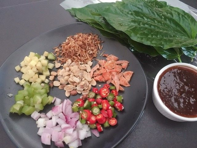 ミヤンカムタイ料理