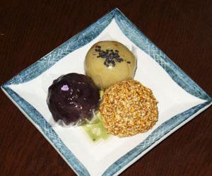 新宿花園万頭の弥一郎餅